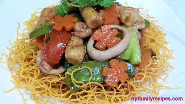 Crispy Fried Egg Noodles (Mì Xào Giòn Hải Sản)