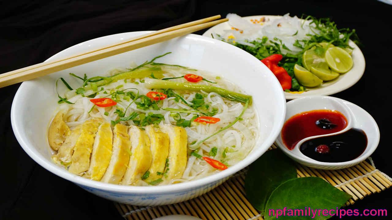 Vietnamese Chicken Noodle Soup (Phở Gà)